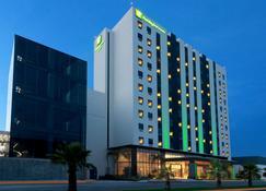 홀리데이 인 호텔 & 스위트 몬테레이 아포다카 조나 에어포트, IHG 호텔 - 아포다카 - 건물