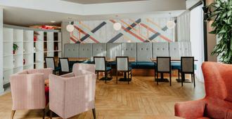 Ramada Encore by Wyndham Newcastle-Gateshead - Gateshead - Lounge