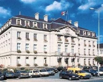 Brit Hotel Confort Auclair Gueret - Гере - Building