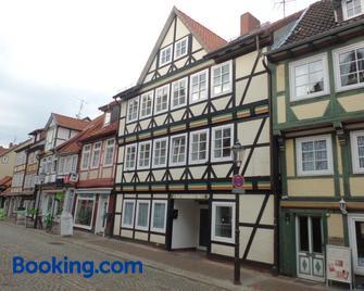 Hotel Zur Altstadt - Целле - Building