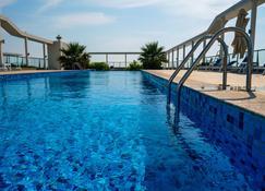 Olive Tree Residence - Al Jazirat Al Hamra - Piscina