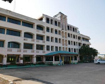 Royal Jommanee Hotel - Nong Khai - Building