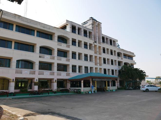 Royal Jommanee Hotel - Нонг-Кхай - Здание