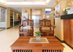 RedDoorz Plus @ Project 6 Quezon City - Quezon City - Lobby