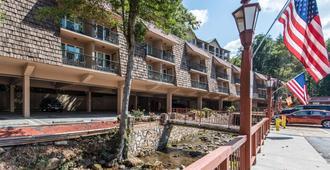 Quality Inn Creekside - Downtown Gatlinburg - Gatlinburg - Building