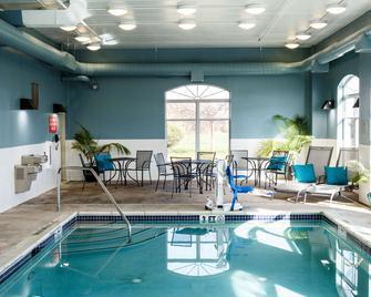 Country Inn & Suites by Radisson, Harrisburg West - Mechanicsburg - Zwembad