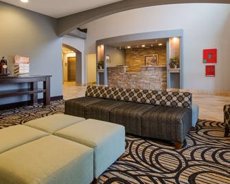 Best Western Plus Sand Bass Inn & Suites - Madill - Вітальня