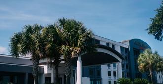 Courtyard by Marriott Gulfport Beachfront - Галфпорт