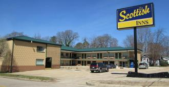 Scottish Inns - Tupelo - Building