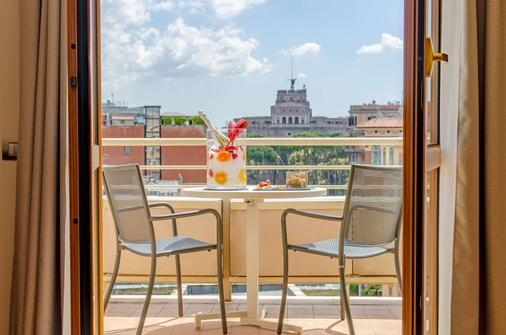 NH Collection Roma Giustiniano - Rome - Balcony