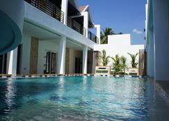 維茲精品酒店 - 安赫勒斯市 - 安吉里市 - 游泳池