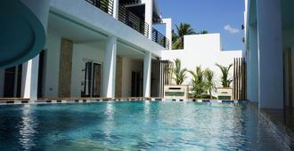 Winds Boutique Hotel - Angeles City - Piscina