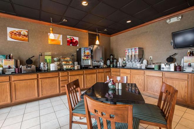 Quality Inn & Suites Hanes Mall - Winston-Salem - Buffet