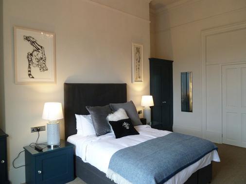 Edgar Townhouse - Bath - Bedroom