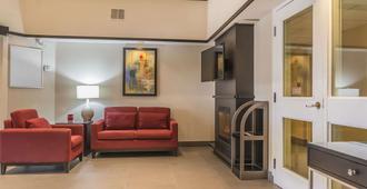 Comfort Inn Belleville - Belleville - Living room