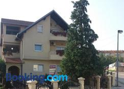 Vila San - Banja Luka - Toà nhà