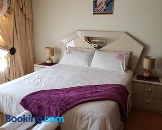 Granchis Guesthouse - Sun City - Bedroom