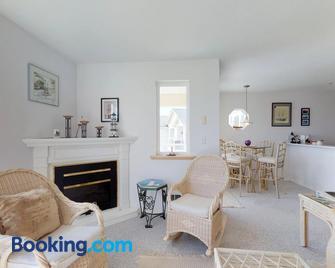 Sunny Delight - Westport - Living room