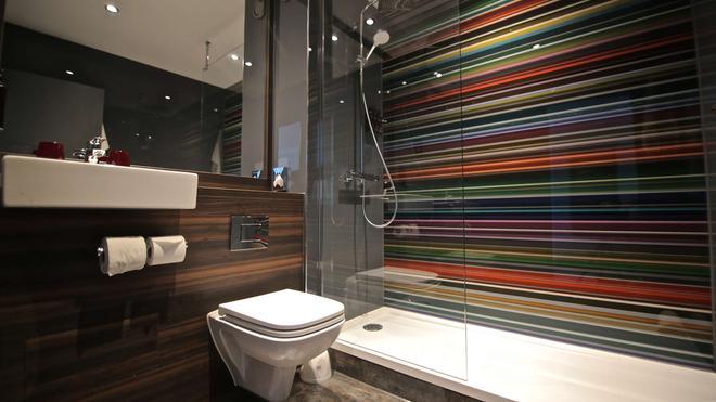 Village Hotel Leeds North - Leeds - Bathroom