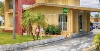 Travel Inn Fort Pierce - Fort Pierce - Edificio