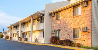 Motel 6 Omaha, NE - Omaha - Building