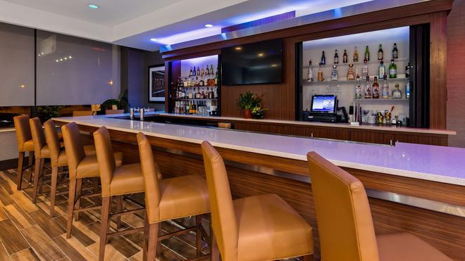 Best Western Plus Philadelphia Convention Center Hotel - Φιλαδέλφεια - Bar