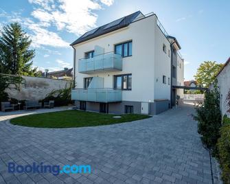 Wn Rooms - Wiener Neustadt - Building