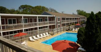 Holiday Hill Inn & Suites - Dennis Port - Pool