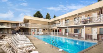 Siesta Suites - Kelowna - Pool