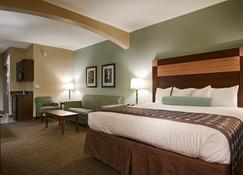 Best Western Plus Texarkana Inn & Suites - Texarkana - Bedroom