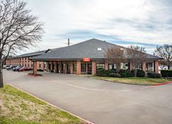 Econo Lodge Inn And Suites - McKinney - Building