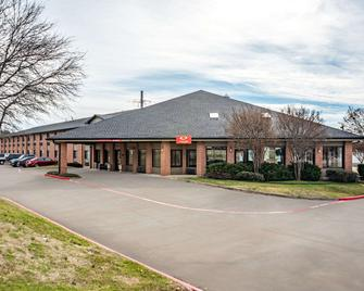 Econo Lodge Inn And Suites - McKinney - Building