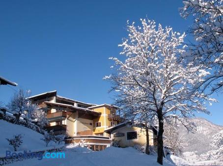 Hotel-Gasthof Zur Schonen Aussicht - St. Johann in Tirol - Beach