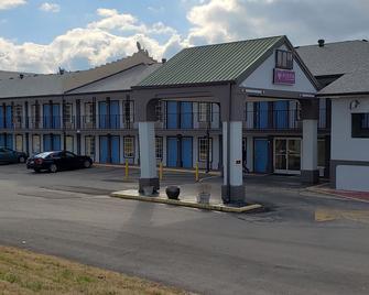 Vista Inn & Suites Nashville Airport East - Hermitage - Gebouw