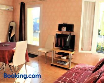 Locations Rives De Seugne - Claveau - Жонзак - Living room