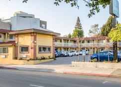 Quality Inn University - Berkeley - Gebouw