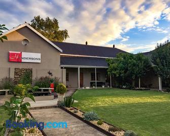 Hendersons Lodge Ltd - Senekal - Building