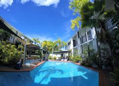 Crystal Garden Resort & Restaurant - Cairns - Basen