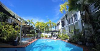 Crystal Garden Resort & Restaurant - קיירנס