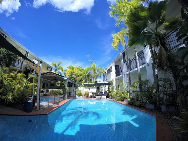 Crystal Garden Resort & Restaurant - Cairns - Pool