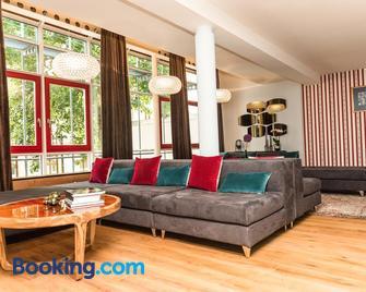 Apartmenthaus am Dom Zwickau - Zwickau - Living room