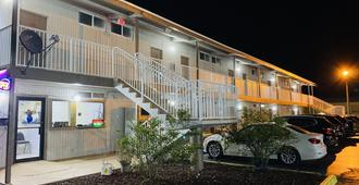 Host Inn - Daytona Beach - Building