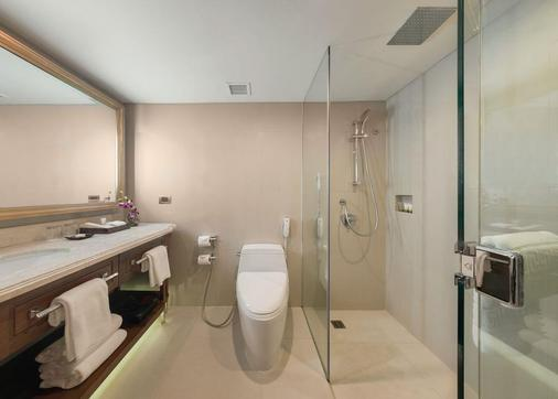 Dusit Thani Manila - Makati - Bathroom