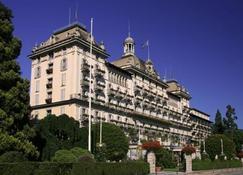 جراند هول دي إلي بوروميه - ستريسا - مبنى