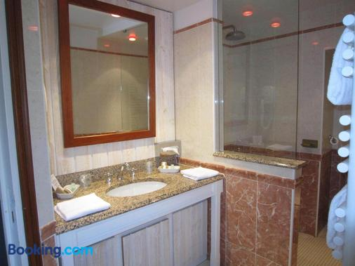 Manoir Du Cunningham - Saint-Malo - Bathroom