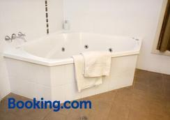 Mackellar Motel - Gunnedah - Bathroom