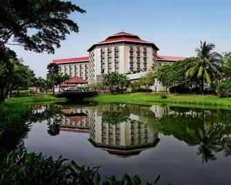 Radisson Blu Dhaka Water Garden - Dhaka - Building