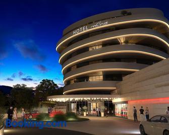 Mond, Resort & Entertainment - Spielfeld - Building