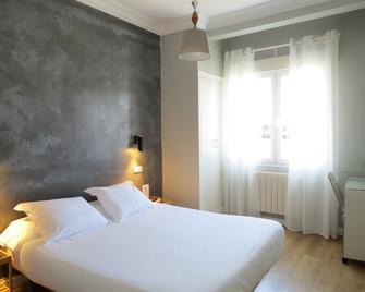 Pension Don Claudio - Bilbao - Bedroom