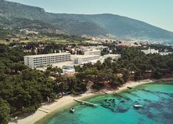 Bluesun Hotel Elaphusa - Bol - Vista del exterior